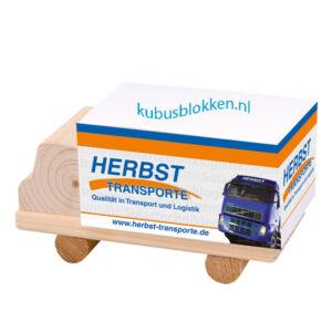 memoblok op houten pallet of vrachtwagen